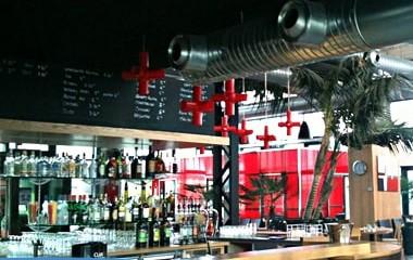 Conception et pose de comptoirs de bar en Savoie